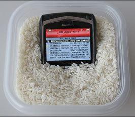 Vi è caduto il cellulare in acqua? Nessun problema, ci pensa il riso! 1