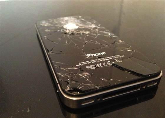 IPhone-4-Vetro-posteriore-rotto-20121023120834