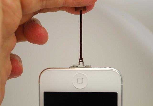 Con il laccetto cavo, il vostro iPhone è al sicuro 1