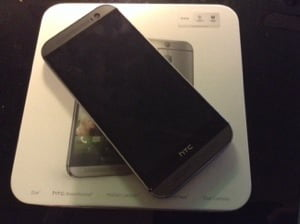 Unboxing HTC One (M8) 1