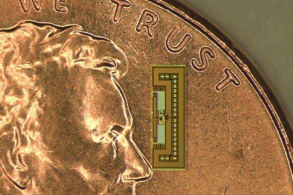 Creata una radio delle dimensioni di una formica! 1