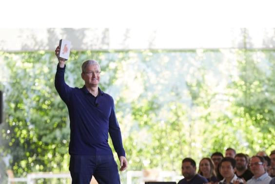 Apple: 1 miliardo di iPhone venduti, il titolo rimbalza in borsa 1