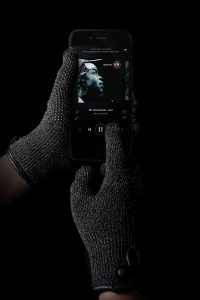 double-layered-touchscreen-gloves-003