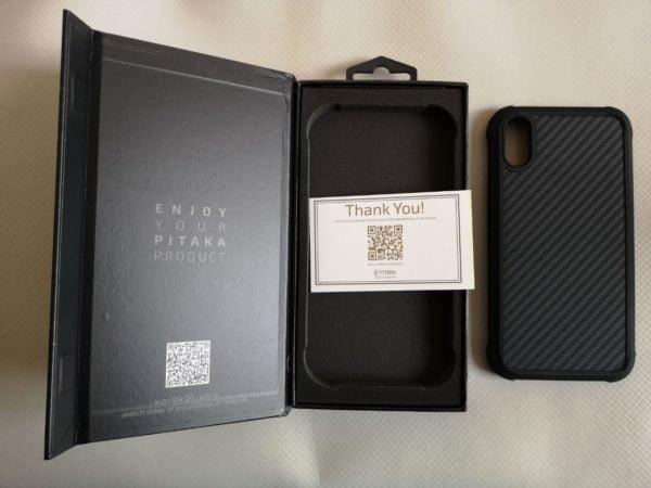 Pitaka Magcase Pro, la cover per iPhone Xr 1