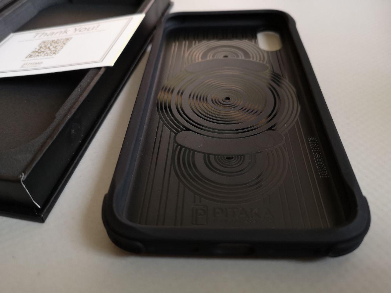 Pitaka Magcase Pro, la cover per iPhone Xr 5